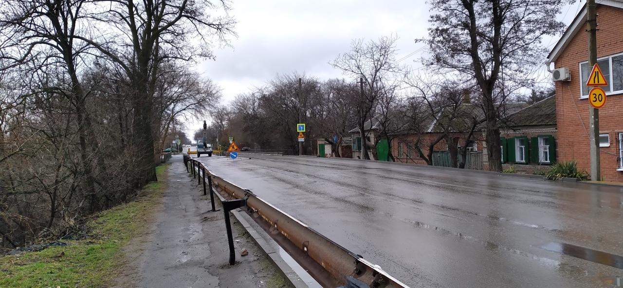 В Таганроге продолжаются работы по ремонту моста на улице Шевченко